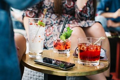 datamarketing borrel feest drie drank alcohol.jpg